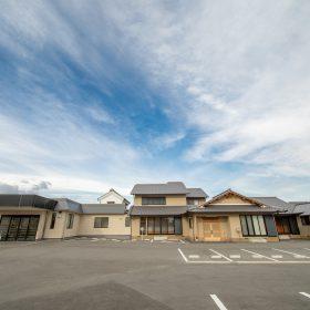 奈良県磯城郡の葬祭会館「光ホール」全景の写真